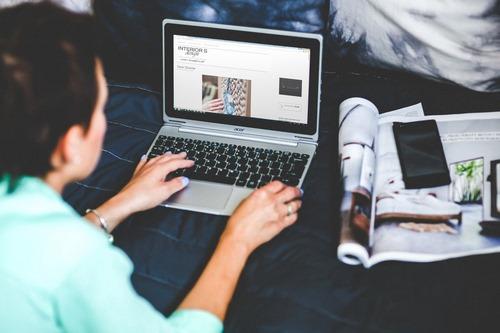 معنی بلاگر چیست