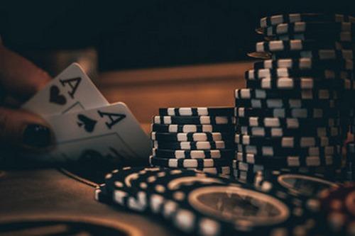 تورمنت ها در بازی پوکر آنلاین چگونه است?