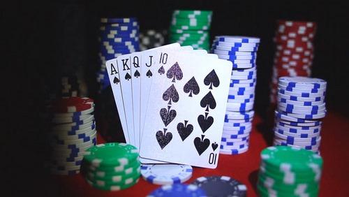 تاریخچه کارت های بازی پوکر به چه صورت بوده است؟