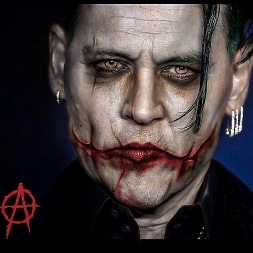 حاشیه های Johnny Depp به صورت می باشد؟